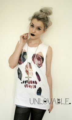 Skull cut out distressed tshirt - totally doable