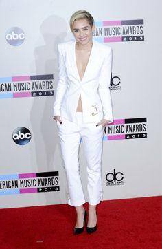 AMAs 2013: Miley Cyrus in a Versus Versace suit.