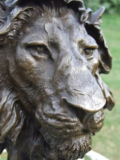 LARGE LION HEAD BIG CAT SIGNED HOTCAST BRONZE STATUE