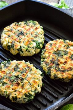 SPINACH Feta Turkey Burgers 1 pound ground turkey 1 cup oats 2 egg whites 10 ounces frozen spinach thawed, chopped, drained 1 cup feta cheese crumbled 1 tsp dried minced onion or finely chopped onion tsp garlic powder tsp black pepper 1 pinch salt dinner Eat Better, Spinach And Feta, Turkey Feta Spinach Burgers, Healthy Turkey Burgers, Chopped Spinach, Beef Burgers, Veggie Burgers, Turkey Dishes, Cooking Recipes
