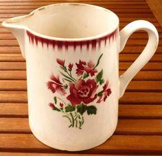 Pichet en faïence, Sarreguemines et Digoin, modèle YVETTE, roses oeillets rouges