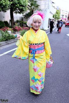 tokyo-fashion: Kumamiki on Cat Street wearing a kawaii kimono! Kuma designed this kimono herself she's selling them on her website. Street Snap Fashion, Tokyo Street Style, Japanese Street Fashion, Tokyo Style, Japanese Love, Japanese Kimono, Harajuku Fashion, Kawaii Fashion, Harajuku Style