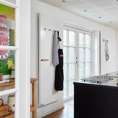 I stylist couldn't have styled this private kitchen better. Hudevad has never looked better, hands down. Radiators, Stylists, Entryway, Interior Design, Kitchen, Hands, Flat, Furniture, Beautiful