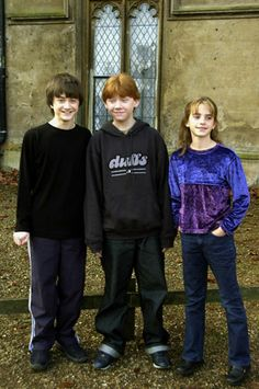 Aww they were so cute back then! Harry Potter, Ron(ald) Weasley, and Hermione Granger Daniel Radcliffe, Rupert Grint, and Emma Watson Harry James Potter, Harry Potter Tumblr, Harry Potter Hermione, Fantasia Harry Potter, Blaise Harry Potter, Estilo Harry Potter, Images Harry Potter, Mundo Harry Potter, Harry Potter Characters