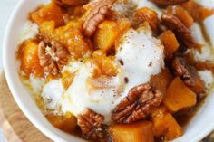 Crock Pot Sweet Potato Casserole coated in brown sugar, and topped with pecans and marshmallows, is the perfect slow cooker sweet side dish for Thanksgiving or Christmas menus Spinach Mac And Cheese, Creamed Spinach, Pumpkin Curry, Vegan Pumpkin, Buttery Shrimp, Quick Vegetarian Dinner, Slow Cooker Sweet Potatoes, Bangers And Mash, Bacon Appetizers