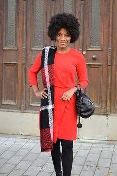 echarpe en laine sur une epaule big scarf http://deadlines-dresses.com/porter-une-echarpe-en-laine-avec-style-au-bureau/