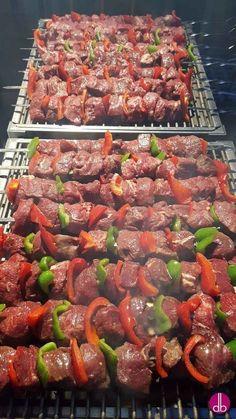 3 classic Russian shish kebab recipes- Three typical Russian marinades for tender shashlik made from pork, beef, veal or lamb. Traditionally on a metal skewer and Mangal grill. Shish Kebab, Kebabs, Pork Skewers, Grilling Recipes, Beef Recipes, Cooking Recipes, Plats Ramadan, Spareribs, Kabobs