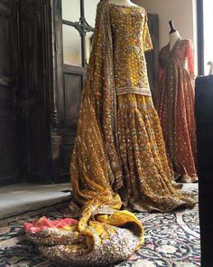 How to Select the Best Modern Saree for You? Pakistani Mehndi Dress, Pakistani Bridal Couture, Dulhan Dress, Bridal Mehndi Dresses, Pakistani Wedding Outfits, Bridal Dress Design, Pakistani Wedding Dresses, Pakistani Dress Design, Bridal Outfits