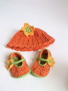 Hey, I found this really awesome Etsy listing at https://www.etsy.com/listing/162510597/crochet-baby-hat-and-shoe-set-orange
