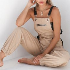 Backless Jumpsuit, Casual Jumpsuit, Black Jumpsuit, Casual Pants, Trend Fashion, New Fashion, Fashion Outfits, Style Fashion, Best Cargo Pants