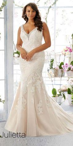 33 Plus-Size Wedding Dresses  A Jaw-Dropping Guide. Menyasszonyiruha ... 3676c9818d