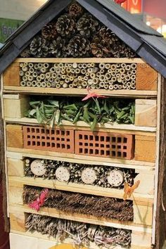 The wooden pallet is a material to do anything, in this case a real . - The wooden pallet is a material to do anything, in this case a real … - Vertical Pallet Garden, Herb Garden Pallet, Pallets Garden, Wood Pallets, Vegetable Garden, Pallet Wood, Bug Hotel, Diy Gardening, Hydroponic Gardening
