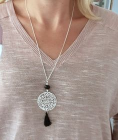 Collier sautoir argenté, pompon et perle noire We genuinely believe that tattooing could be a method that's been used since … Resin Jewelry, Boho Jewelry, Beaded Jewelry, Jewelery, Diy Necklace, Collar Necklace, Pendant Necklace, Necklaces, Long Silver Necklace