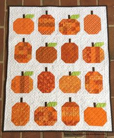 Mini Pumpkins Quilt Parade by Allison of Cluck Cluck Sew Halloween Quilts, Halloween Sewing, Fall Sewing, Halloween Ideas, Halloween Runner, Halloween Quilt Patterns, Halloween Stuff, Vintage Halloween, Pumpkin Quilt Pattern