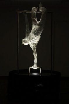 Reverse Project - Wire Mesh Sculpture by Edoardo Tresoldi Human Sculpture, Abstract Sculpture, Sculpture Art, Bronze Sculpture, Contemporary Sculpture, Contemporary Art, Modern Art, Sculptures Sur Fil, Wire Sculptures