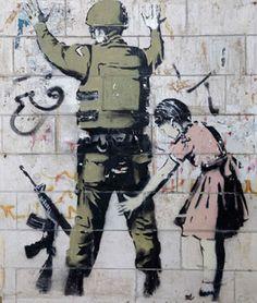 """Parece que el aún anónimo Banksy no puede no estar en boca de todos. Si no es porque ha realizado un nuevo mural, o porque """"ha sido atrapado"""", por saltar hace poco a"""