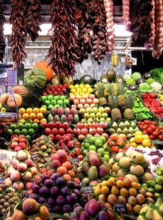 Tegen zo veel kleur en smaakgeweld kunnen we niet op! Aan de Costa Tropical eet u altijd het verste fruit en de knapperigste groenten.   Meer over de Costa Tropical en vakantiebestemming Almuñécar hier: http://www.vakantiehuizenspanje.nl/Almunecar/te-doen-en-te-zien    #vakantie #spanje #costatropical