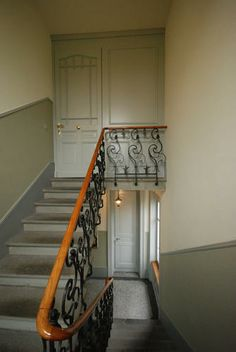 Klassischer Aufstieg. Treppe In Schwarz Und Weiss. | Inspiration ... Gestaltung Treppenhaus Altbau