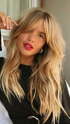 Long Bangs And Wavy Hair Hair Inspiration Cabello Largo Con - hairlook hairstyles flequillo hairlook hairstyles easy Long Fringe Hairstyles, Pretty Hairstyles, Trending Hairstyles, Spring Hairstyles, Bangs Long Hairstyles, Bridal Hairstyles, Short Fringe Hairstyles, Side Fringe Haircuts, Long Hairstyles With Layers