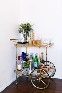 """Check out our internet site for additional details on """"gold bar cart decor"""". It is a superb location to learn more. Diy Bar Cart, Gold Bar Cart, Bar Cart Decor, Style At Home, Home Design, Mini Bar, Trendy Bar, Bar Furniture, Unique Furniture"""