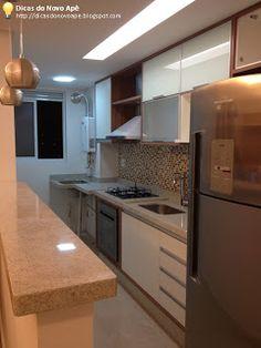 cozinha branco nos armários + granito areia