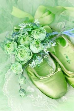 ideas dancing aesthetic green for 2019 Green Life, Go Green, Green Colors, Mint Green, Olive Green, World Of Color, Color Of Life, Shades Of Green, My Favorite Color