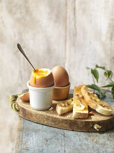 Dippy eggs and soldiers - my ideal comfort food. Best Breakfast, Breakfast Recipes, Brunch Recipes, Food Design, Breakfast Photography, Food Photography Styling, Food Porn, Comfort Food, Gelato