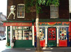 pollocks vintage toy museum in London