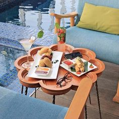 Our friends at @mercuresimatupang surely know how to make us want to jump on the next plane to Indonesia ! This was too picture-perfect not to take a photo before enjoying their little poolside snack! #Accorhotels #Breakfast #Regram #Indonesia #Pool #relax #Chill #Yum #Yummy #Instagood #Food #instaFood #Mixology #Cocktails Hotels-live.com via https://www.instagram.com/p/BFrMKSfHkjZ/ #Flickr