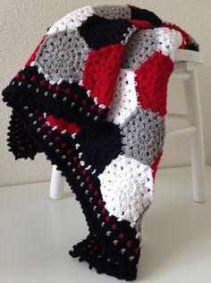 maRRose - CCC: hexagon blanket in black. grey, white and red. Crochet. Blanket. Afghan.