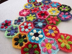 Puffed Daisy Hexagons p. I crochet. Love Crochet, Crochet Granny, Crochet Motif, Beautiful Crochet, Diy Crochet, Crochet Flowers, Crochet Patterns, Crochet Daisy, Crochet Blocks