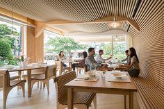 CARDBOARD - CARTON  //  shigeru-ban-vin-sante-and-N-house-restaurant-tokyo-japan