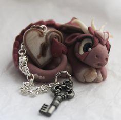 Pearly Pink Baby Valentine Dragon with Heart von BittyBiteyOnes