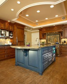 Traditional country kitchens are a design option that is often referred to as being timeless. Over the years, many people have found a traditional country kitchen design is just what they desire so they feel more at home in their kitchen. Wood Floor Kitchen, Rustic Kitchen Cabinets, Craftsman Kitchen, Oak Cabinets, Cherry Kitchen Cabinets, Cherry Wood Kitchens, Kitchen Walls, Stone Kitchen, Kitchen Counters