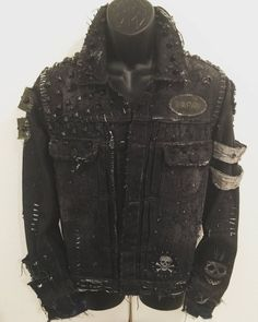 Look At These Men's Jackets. Find out some good men's fashion. With so much style for guys to choose from currently, it can be a time consuming encounter. Grunge Outfits, Punk Outfits, Trendy Outfits, Big Fashion, Punk Fashion, Fashion Tips, Ladies Fashion, Cheap Fashion, Fashion Ideas