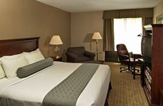 Guest Rooms with 1 King Bed  These guest rooms feature 1 King bed non-smoking rooms. Guest room amenities include high speed wireless Internet, hairdryer, coffeemaker, HBO®, in-room safe, microwave and refrigerator.