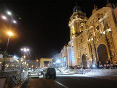 La plaza mayor de Lima y el Dakar dos noches antes de la llegada