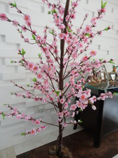 This post was discovered by Si Flower Crafts, Diy Flowers, Fake Flowers, Flower Vases, Flower Art, Beautiful Flowers, Tree Branch Crafts, Cherry Blossom Party, Origami