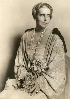 Princess Marie of Edinbirgh, princess of Saschen-Coburg-Gotha, later Queen of Romania. Princess Alexandra, Princess Beatrice, Mary I, Queen Mary, Michael I Of Romania, Romanian Royal Family, Central And Eastern Europe, Blue Bloods, Princess Victoria