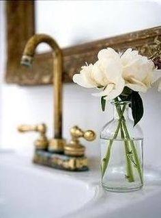 Fresh flower decoration for the bathroom.