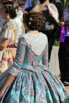 Resultado de imagen de trajes de valenciana siglo xviii Vintage Outfits, Vintage Dresses, Vintage Fashion, Historical Costume, Historical Clothing, British Clothing, Traditional Fashion, Traditional Outfits, 1700s Dresses