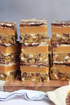 Triple Chocolate Chip Cookie Bars, with Homemade Caramel, and a Triple Chocolate Swirled Layer. Tray Bake Recipes, Quick Dessert Recipes, Easy Desserts, Impressive Desserts, Caramel Recipes, Candy Recipes, Cookie Recipes, Bar Recipes, Baking Recipes