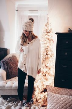 Motherhood blogger, Lynzy & Co. talks about her favorite breastfeeding tips and her new favorite button down poncho that's perfect for nursing!
