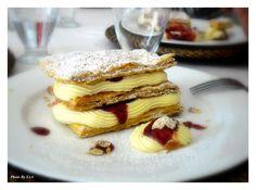 Μιλφέϊγ με κρέμα αμυγδάλου και σάλτσα βατόμουρο (Millfeuille with Almond Cream and Rasberry Sauce)