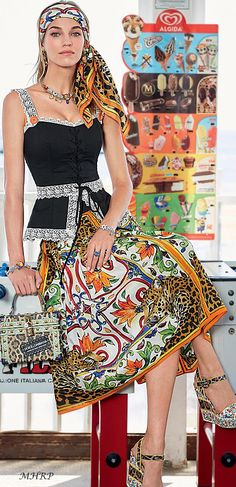 Discover the new Dolce&Gabbana Women's Mondello Collection for Spring Summer 2018 and get inspired. Fashion Now, Fashion 2018, Fashion Brand, Womens Fashion, Fashion Design, Moda Boho, Gypsy, Summer Scarves, Casual Street Style