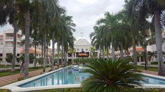 Riu Palace Riviera Maya, the walkway from pools to lobby
