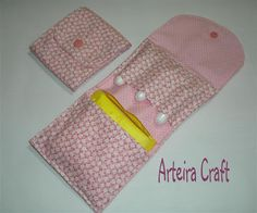 Arteira Craft: Porta Absorventes Diy Bags No Sew, Sewing Crafts, Sewing Projects, Sanitary Towels, Cute Unicorn, Mini Purse, Couture, Card Wallet, Little Gifts