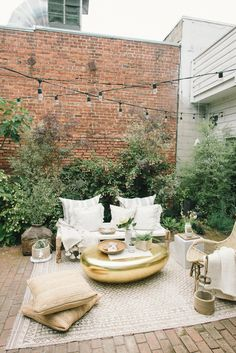 Outdoor seating garden inspo. The perfect gathering spot for all of your friends this summer.