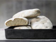 Ciabatta - mit frischer Hefe und Olivenöl - smarter - Kalorien: 273 Kcal - Zeit: 1 Std. 30 Min. | eatsmarter.de