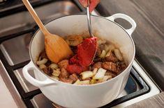 Ungarsk gulasj | Oppskrift - MatPrat Pot Roast, Chocolate Fondue, Cooking Recipes, Cheese, Ethnic Recipes, Desserts, Food, Red Peppers, Carne Asada